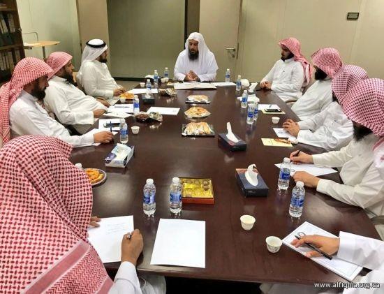 وفد من وزارة التعليم يزور الجمعية الفقهية السعودية